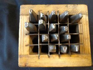 un jeu d' anciens poinçons, chiffres a frapper en fer  4mm