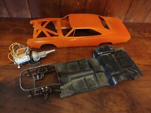 """Dukes of Hazzard Model """"General Lee"""" 1981 Parts Body Chassis Engine/Transmission"""