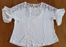 NEU! Gr.40 Cream Bluse - offwhite mit viel Spitze im Halsbereich