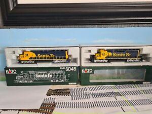 Kato Ho Santa Fe Locos SD45  And SD40 Ho Scale ( 2 locos )