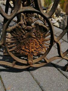 Alte Nähmaschine Nähmaschinengestell Gusseisen Gartentisch Deko Industrie Design