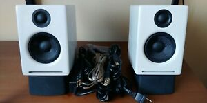 Audioengine A2+, White, Non-Bluetooth, Near-MINT, w/DS1 desktop stands