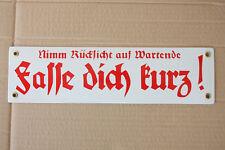 FASSE DICH KURZ Nimm Rücksicht auf Wartende Emailschild Emaille Schild 33x9cm S8