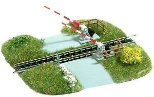 BUSCH 8023 Bahnübergang mit beweglichen Schranken Spur N Fertigmodell, Neu