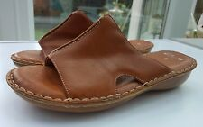 Ladies women's Brown Leather Clark's Tan Slip on casual Leather Shoes size 5