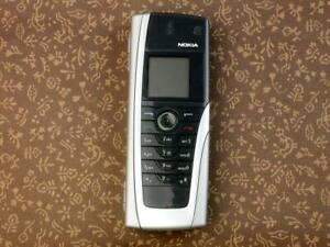 NOKIA 9500 2G GSM COMMUNICATOR SILVER SMART PHONE CLASSIC RETRO