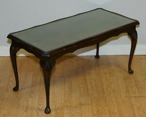 VINTAGE COFFEE TABLE WITH EMBOSSED GREEN LEATHER TOP ON ELEGANT QUEEN ANNE LEGS