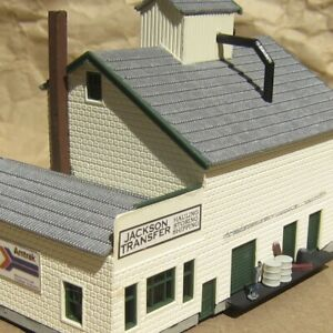 RETIRED ~ SHIPPING CO. With FIGURE by HELJAN ~ Mayhayred Trains N Scale Lot