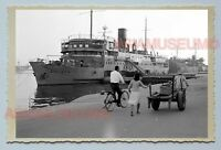 Kaohsiung Ferry Ship Port Pier Lady B&W Vintage Taiwan Taipei Photo 台湾老照片 #29568