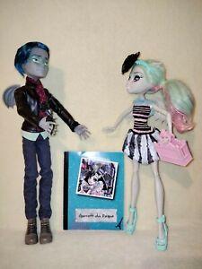 Monster High Rochelle Goyle & Garrott Du Roque - Love In Scaris. A COMPLETE SET!
