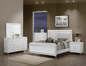 Modern Cal King Size 4P Bedroom Set Metallic White Bed Mirror Dresser Nightstand