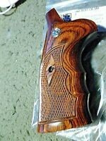 SMITH & WESSON TARGET GRIPS N FRAME ROUND BUTT CHECKERED WALNUT W/S&W MEDALLIONS