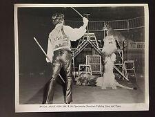 RARE VINTAGE CIRCUS ACT: Lion Tamer Baron Julius Von Uhl in Action Photo
