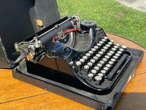 Antique SUPER CLEAN 1930's Underwood Portable Typewriter w/Case