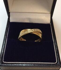 9CT YELLOW GOLD DIAMOND CROSSOVER RING