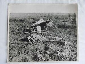 Press Photo WW1 Dead German Soldier in No-Man's Land undated
