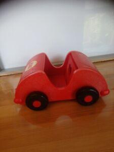 Le mobilier de Kiki rare voiture rouge Ajena vintage