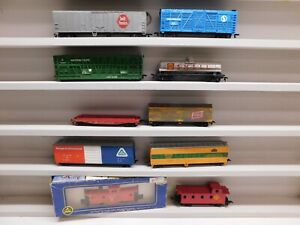 Lot of 10 HO Scale Freight Cars - Tyco/ Life Life/ Bachmann