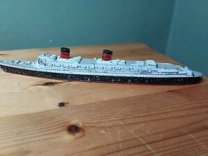 Vintage Tri-Ang Minic Ships 1/1200 Scale Queen Elizabeth 1 Cunard Lines Model