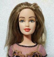 Mattel 1999 Barbie Doll coral lips, Brown Hair w/ pink streak