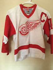 DETROIT RED WINGS #19 YZERMAN HOCKEY boys SIZE S/M  by CCM