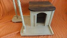 CASETA RASCADOR para gatos, con dos palos rascadores. Rates & pets