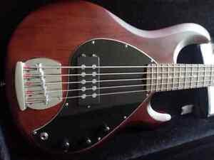 STERLING BY MUSIC MAN SUB StingRay5 Basso elettrico 5 corde attivo custodia rig