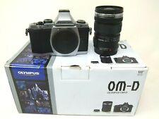 Cámara Digital Olympus OM-D E-M 16.1MP - Plata (Kit con lente 12-50mm EZ) - ED utilizado