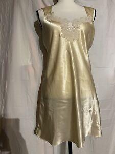 Valmode Lingerie Satin Chemise Negligee Nightgown Medium