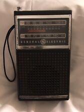 VINTAGE GENERAL ELECTRIC GE 7-2500A AM/FM PORTABLE TRANSISTOR RADIO (parts)