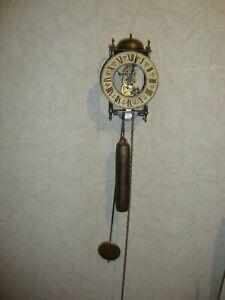 alte Wanduhr / Pendeluhr / Skelettuhr mit Gong  , golden / schwarz
