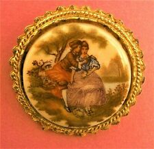B652*) A lovely vintage gold tone cameo glass lovers circular brooch lapel pin