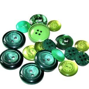 Lot de 17 boutons variés en plastique coloris vert de 14mm à 22mm button