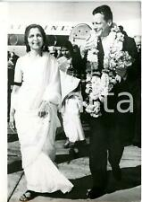 1959 New Delhi-Aruna ASA Ali welcomes Willy Brandt with a traditional garland