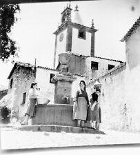 PORTUGAL c. 1950 - Femmes à la Fontaine Mangualde - Négatif 6 x 6 - Por 280