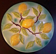 Plat à tarte et son couvercle en barbotine, décor de citrons