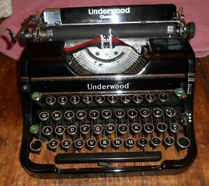 Vintage 1930s Underwood Champion Portable Typewriter with the Case - Works Good