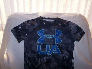 Boys Under Armour Black/Gray Patterned BIG LOGO Short Sleeve Shirt Large LOOSE