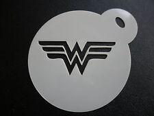 Corte láser pequeña maravilla W Logo Diseño Pastel, Cookie, Craft & Plantilla de Pintura de cara