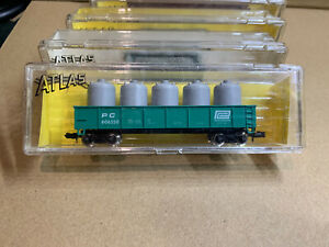 N Scale ATLAS # 3509, 42' Gondola with canisters. PENN CENTRAL, PC 606550 (32)