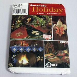 Simplicity Holiday Pattern Collection 5885 Tree Skirt Ornament Stocking and More