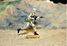 DESERT STORM, US SOLDIER RUNNING WITH MACHINE-GUN    54MM PAINTED METAL ALLOY