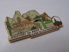 Pin's Moustiers Ste Marie Alpes Provence plus beaux villages France LB Création