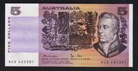 Australia R-207. (1979) 5 Dollars.. Knight/Stone.. aU-UNC