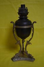Lampe tripode en bronze patiné et doré. Piètement à décor de dauphins. XIXème