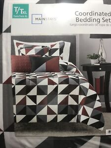 Geometric Triangles 8-Piece Bed in a Bag Bedding Set Reversible Twin/Twin XL