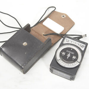 VINTAGE LENINGRAD 8 EXPOSURE METER in Original Case