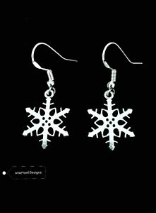 SILVER PRETTY SNOWFLAKE CHRISTMAS EARRINGS WITH A FREE GIFT BOX OR POUCH.