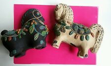 Keramik-Tierfiguren mit Pferde-Motiv