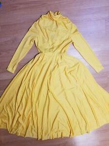 Medium Vintage 50s Pale Lemon Rayon and Lace Dress